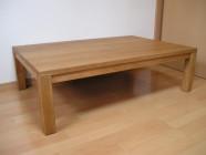 木材の良さが引立つ、シンプルデザインのテーブル