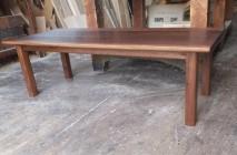 ウオールナットのローテーブル。